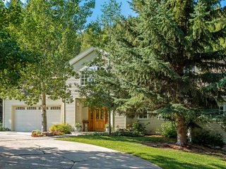 Spacious Eagle Vail Home, Close to Vail & Beaver Creek, Prvt Hot Tub, Lg Groups