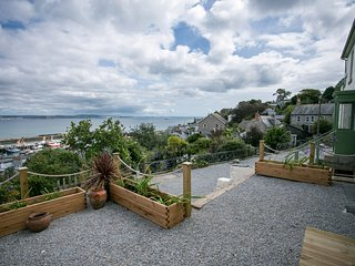 Orchard Cottage - Large house in superb location with sea and coastal views