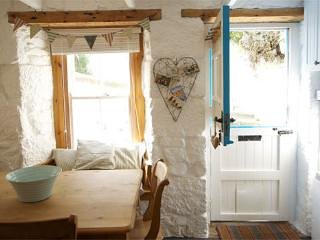 Pretty Cottage and Studio just by the beach in Downalong St Ives Cornwall