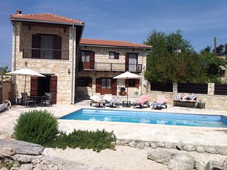 The Hideaway (Krypsonas) Two bedroomed Traditional stone house in Pano Arodes