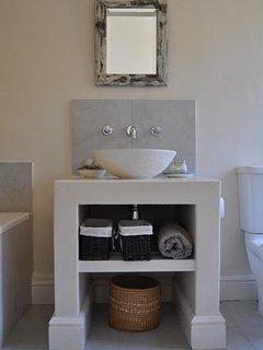 Bedroom 2 en suite bathroom basin