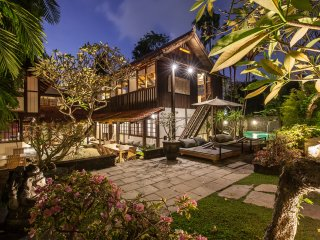 Villa Sembunyi - Somptuous 5BR & Private Pool Villa minutes away from Seminyak