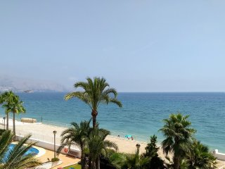 1st line sea view 2 bed apartment - with direct access beach
