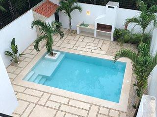Modern 3 Bedroom House, Garden, Pool