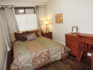 Comfortable, Private, 2 Bedroom Downstairs Suite