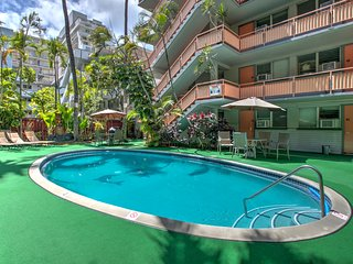 RENOVATED 1BR/1BA CONDO IN CENTRAL WAIKIKI RESORT