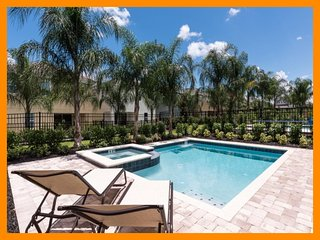 Encore Resort 72 - private pool, free shuttle to parks and waterpark access