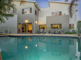 350m to Burleigh Beach | Private Pool | Air-Con | FREE Wifi | Sleeps12 + infants