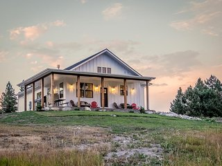 Secluded farmhouse-style home - near Glacier National Park & Flathead Lake