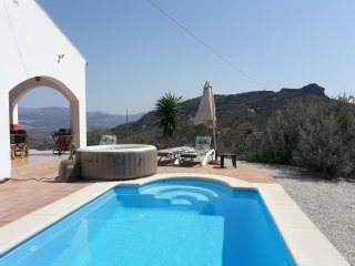 BEAUTIFUL VILLA WITH HEATED POOL AND SPA