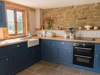 Super Stylish Barn Conversion Sleeps 6 People and Dog on Working Farm