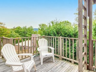 Family-friendly mountain condo w/ a deck, fireplace, and more!