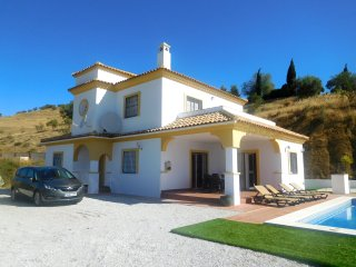 Stylish 4 bedroom detached villa with private pool