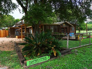 Only a short walk to the Guadalupe right on River Road! - River Gypsy Casita