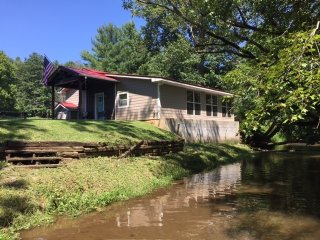Hemptown Creek Cottage- between Blue Ridge & Blairsville