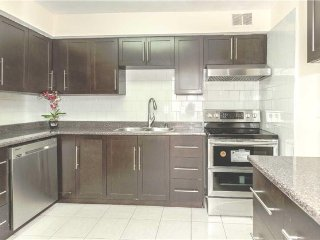 •Newly Renovated 3+1 BRs Condo Great For Groups•