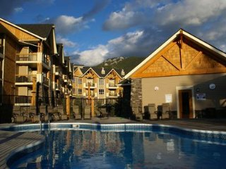 Canyon Ridge Chalet - Radium Hot Springs, Outdoor Hot Tub, Swimming Pool