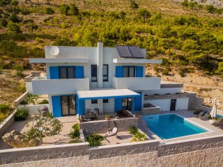 NEW!! Villa Allegra with heated pool and sea view, 300m from the sandy beach