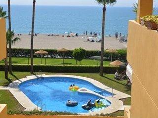 Primera Linea de Playa, 2 habitaciones, piscina, pistas deportivas, chiringuito.