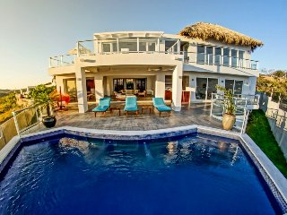 High End Luxury Home, Spectacular Views, 4 blcks from Beach, Full Service, Staff