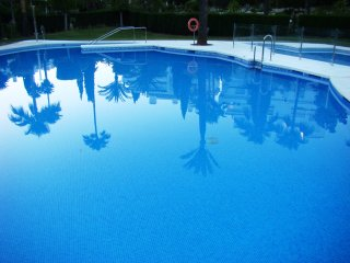 Zen flat -  250m to beach - Wi Fi  free-Pool
