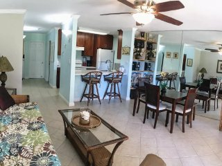 Maui Ground Floor unit. Sleep 4. Stroll to beach/restaurants/shops