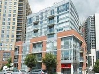 SPORT Mngmt - Trendy condo Queen West, 2bedrm, sleeps 3-4, free parking