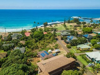 Kahanalu #5 just had a FULL Reno*** WOW**  STEPS to the beach w/ great AC!
