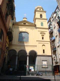 chiesa della Santissima Trinità degli Spagnoli fondata nel 1573 a 10 metri dalla struttura
