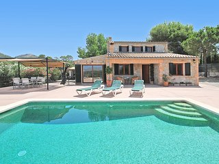 PRETTY COUNTRY HOUSE WITH POOL, NEAR ALCUDIA