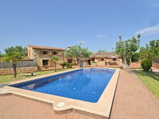 COUNTRY HOUSE IN ALCUDIA WITH POOL & LOVLEY GARDEN FOR 8 PEOPLE