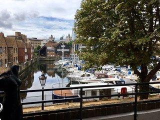 Beautiful 2 bedroom apartment Zone 1 overlooking Katharines Dock & Tower Bridge