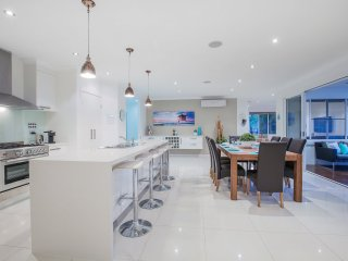 GOLD COAST LUXURY OASIS | Pool | FREE Wifi | Tennis | Sleeps 14