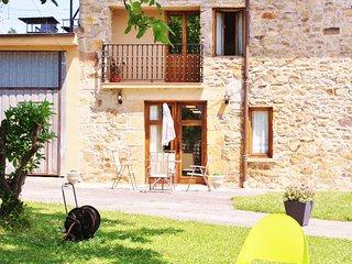 Apartamento en caseron Vaco con vistas al jardin. Basque garden view apartment.