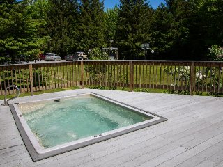 Charming condo in resort community w/ pools, hot tub, & tennis near Sugarbush!