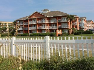 1BR/1BA just steps from the beach!  See the water from the kitchen!
