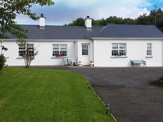 Cozy traditional Irish cottage. A perfect base to explore the Wild Atlantic Way