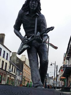 Rory Gallagher statue in Ballyshannon