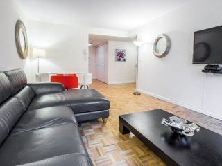MURRAY HILL 1-BEDROOM APARTMENT WITH GYM