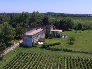 Charming suite with terraces on peaceful organic chateau property close Bordeaux