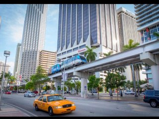 Downtown Miami 2 Bedroom 2 Bath sleeps up to 8 guests FREE WIFI.