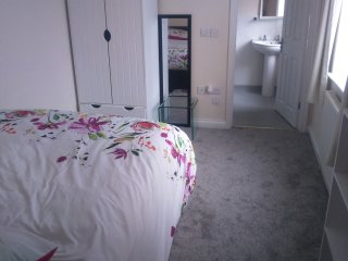 ensuit bedroom