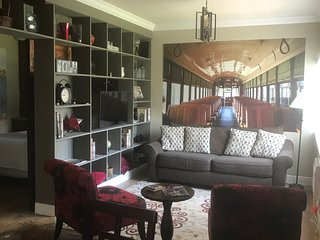 Across from City Park! Beautiful apartment in historic area!