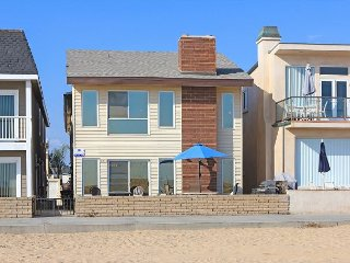 Oceanfront 2nd Floor Duplex - Great Views, Walk to Balboa Pier and Fun Zone!