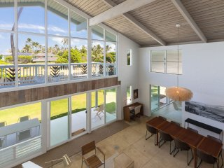Beach House w/amazing ocean views & 10 steps from beach access. Hale Kalio