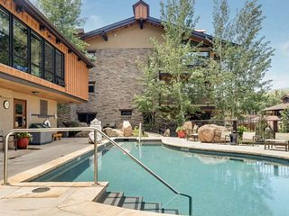 Crestwood at Snowmass Mountain. Outdoor Pool, Hot Tubs, Balcony, Gas Grill. Free