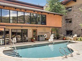 Slopeside Snowmass Mountain. Outdoor Pool, Hot Tub, Balcony, Gas Grill.  Free Wi