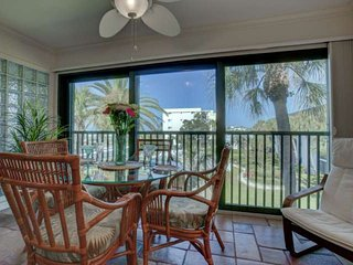 Steps From Siesta Key Beach, Heated Pool,  Free Wifi, Covered Parking