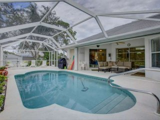 Bring Fido, Close to Beach & Park, Wifi Included, Pool Home, Walk to Shamrock