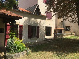 Comfortable rural Gite with swimming pool